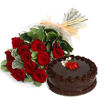 Cake-with-20Red-20Roses