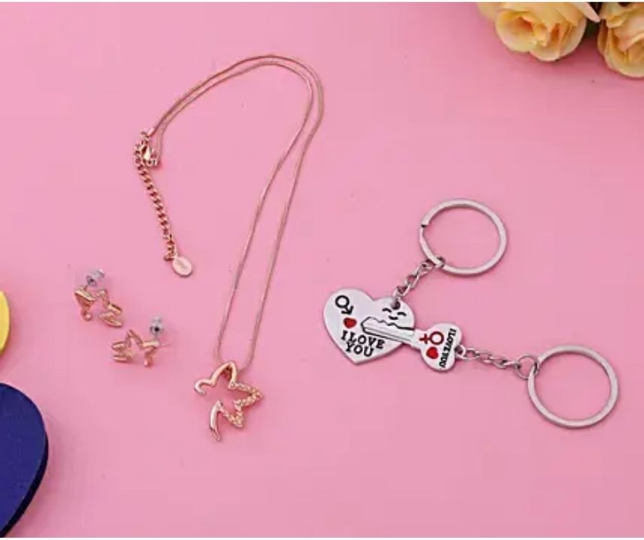 Couple-Love-Key-Chains-And-Lovely-Necklace-Set