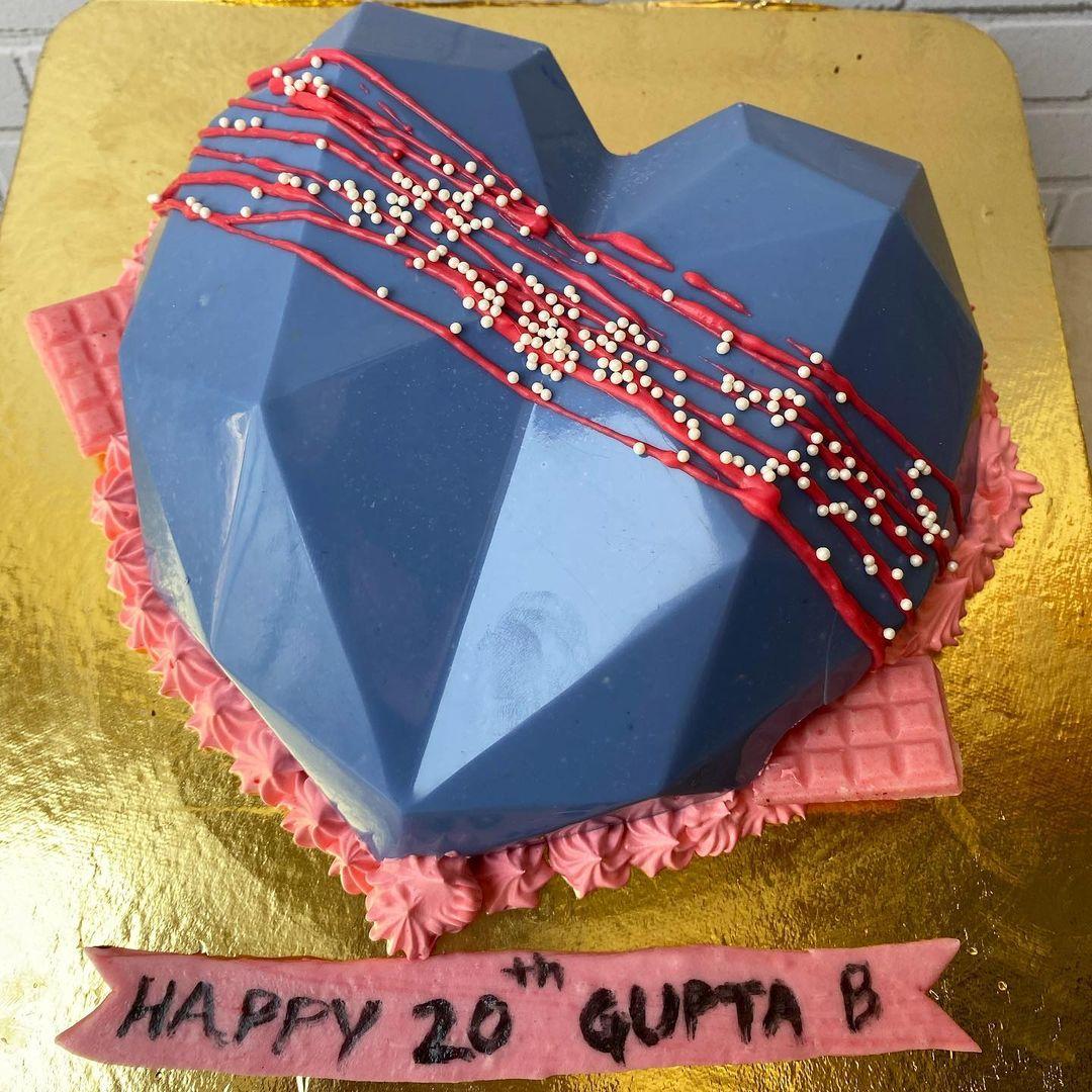 Heart-Pinata-Cake