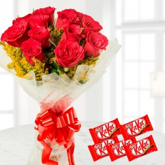 kit-kat-with-Red-roses.
