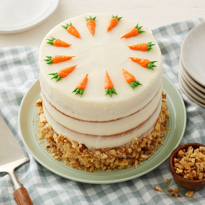 cake-with-piped-carrots