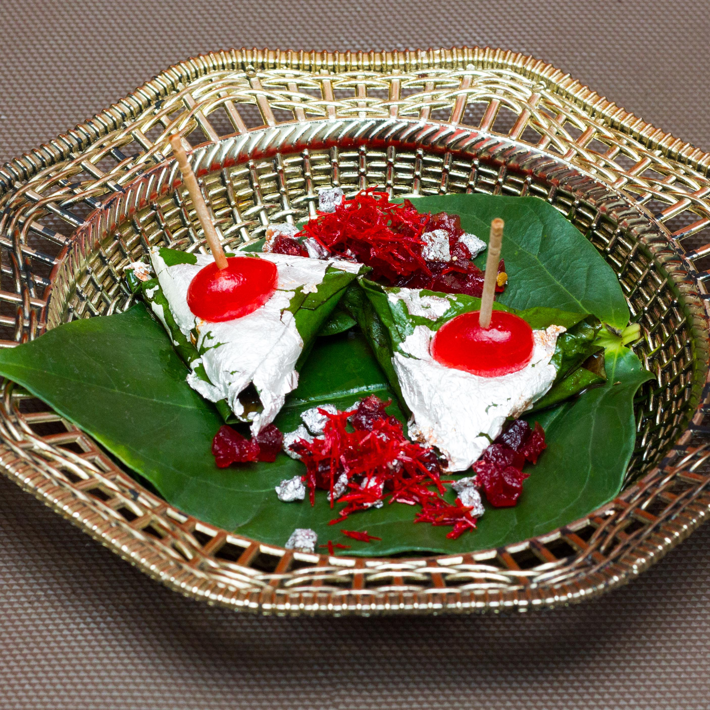 Flavored Mitha Paan with Tray
