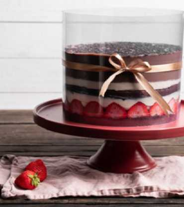 Chocolate And Berry Pull Up Cake