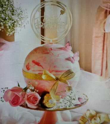 Pink pinata ball cake