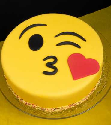Kissing Emoji Cake