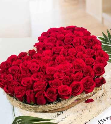 roses-in-shape-of-heart