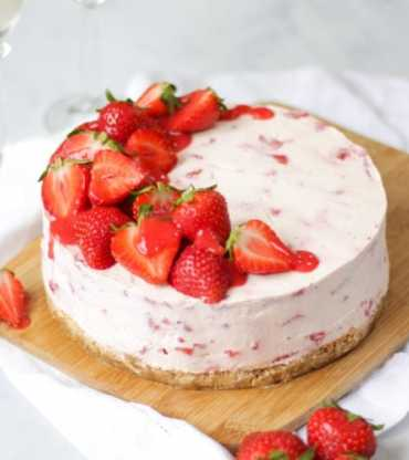 Sweet Strawberry Cheese Cake